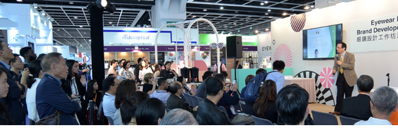 Dr Raymond Cheng at Hong Kong Optical Fair 2017