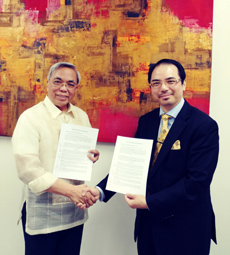 Dr Raymond Cheng signs Memorandum of Agreement with President Pacifico Aniag of Wesleyan University Philippines